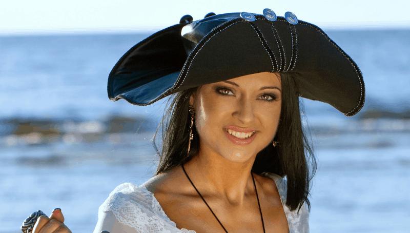 unique pirate necklaces